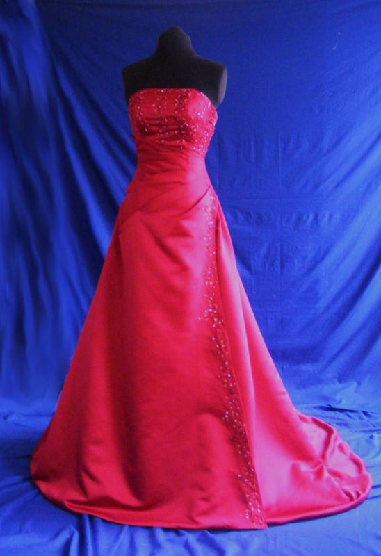7496f9818ec Plesové šaty maturitní ples plesové šaty kolekce 2013