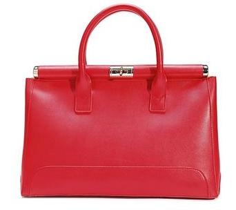 stylová červená kožená kabelka